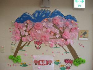 桜並木に五頭山?